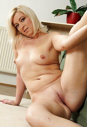 Naked Pussy Pics